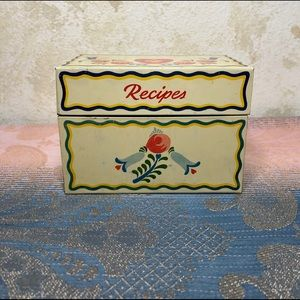 Small country Dutch style metal recipes box